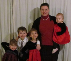 Mary Psaromatis, DC with her kids